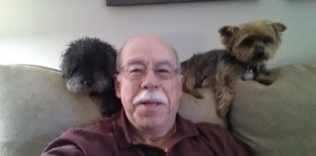 7049478-il-tente-de-battre-le-record-du-selfie-des-oscars