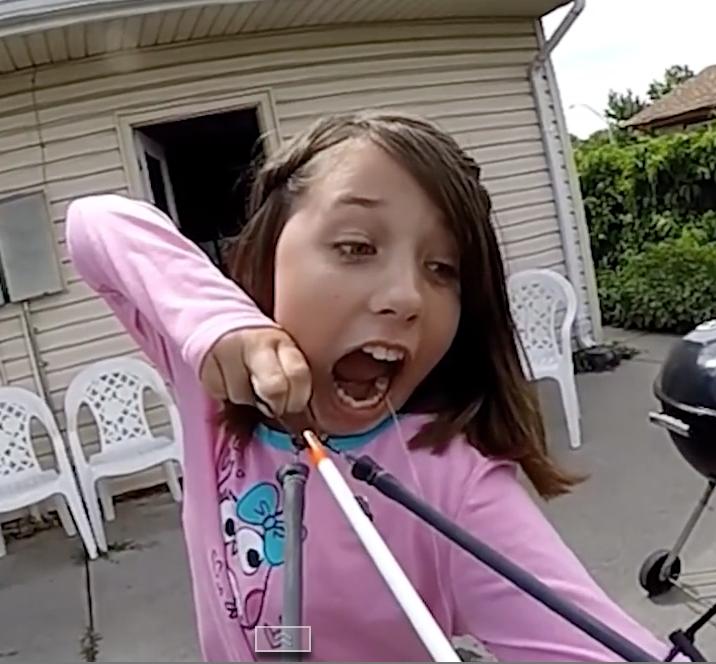 INSOLITE : Elle s'arrache la dent en tirant à l'arc