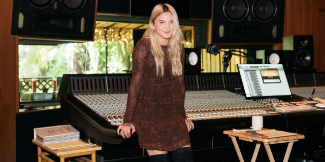 julia-michaels-issues-paroles-traduction
