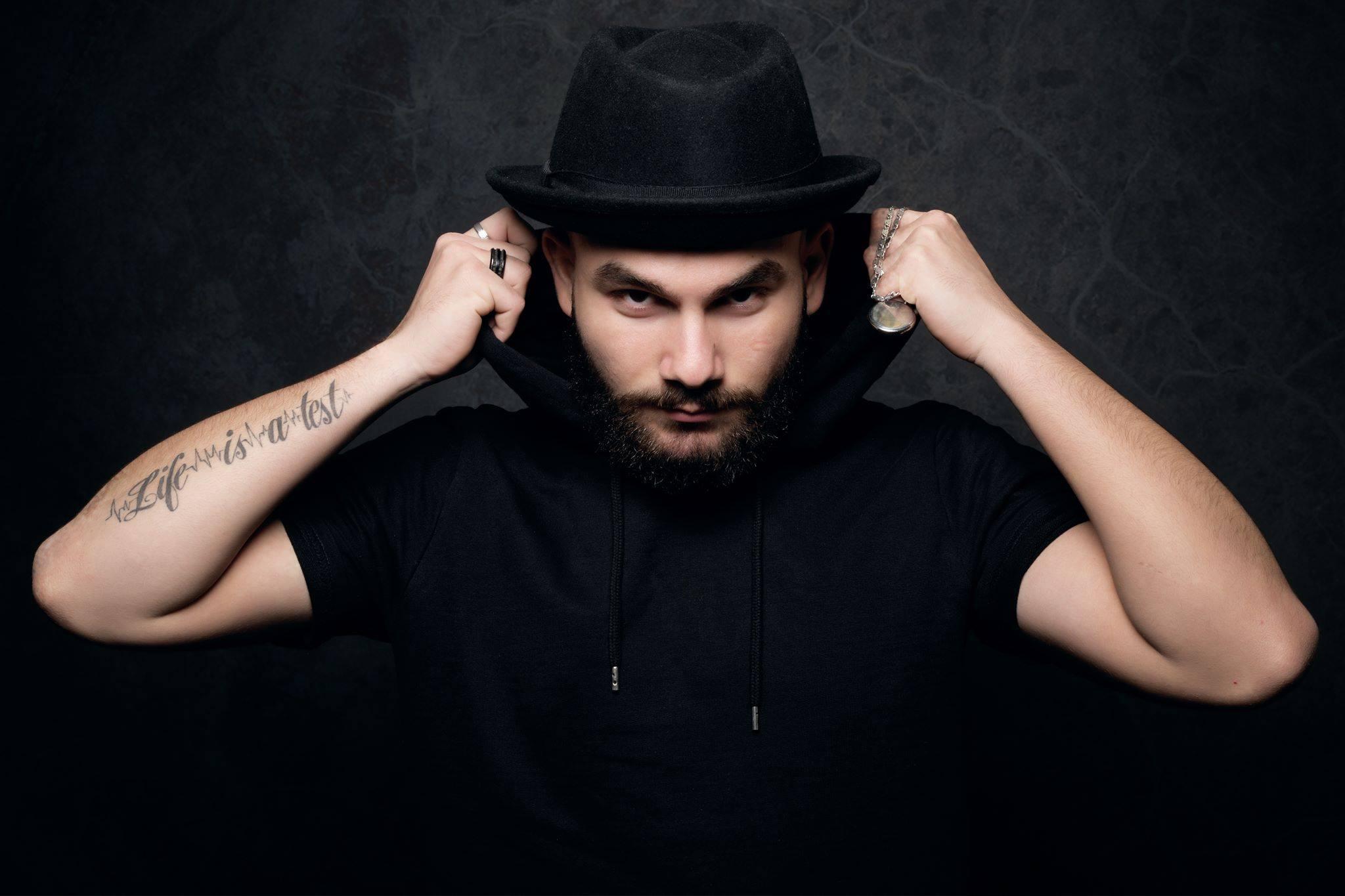Entrevue avec Cazaloo l'hypnotiseur