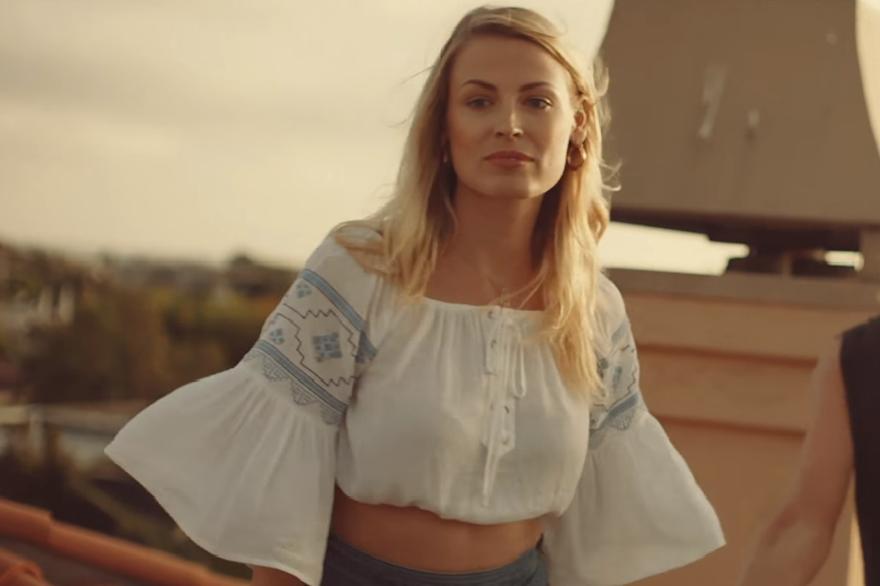 «Friend of Mine» : Avicii dévoile son tout dernier clip !