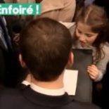 Macron-et-un-garde-du-corps-s-insultent-en-plein-bain-de-foule