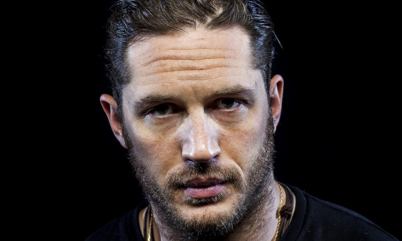 Surprise ! Un album de rap signé Tom Hardy ressort des tréfonds d'internet.