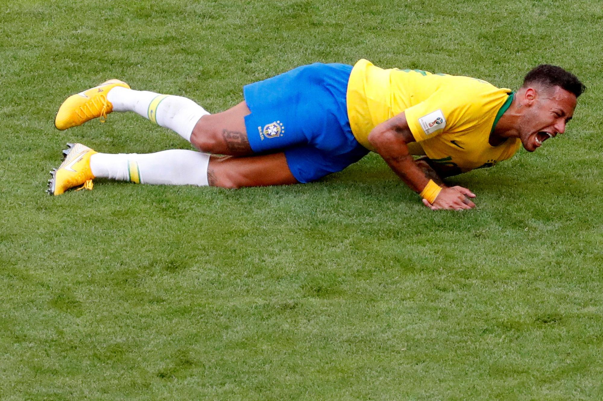 Trollé de partout, Neymar est même victime des moqueries de KFC ! (Vidéo)