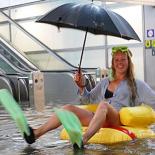 inondee-cette-gare-suedoise-est-devenue-une-piscine